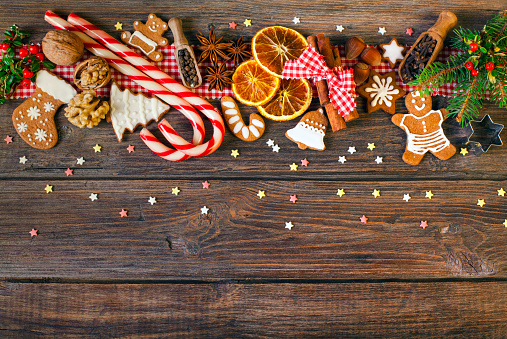 祭日「Christmas background with Christmas cookies, decoration and spices」:スマホ壁紙(13)