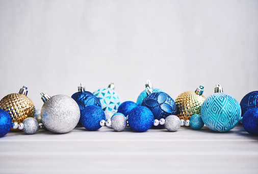 Glitter「Christmas Background with Blue Silver and Gold Ornaments」:スマホ壁紙(1)