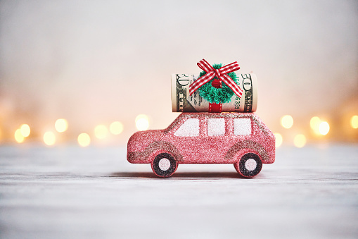 A Helping Hand「Christmas background with glittery pink car carrying a cash roll for the holidays」:スマホ壁紙(6)