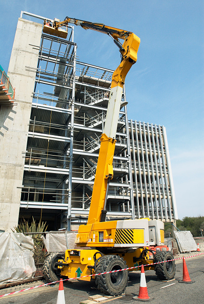 Copy Space「Platform lift in operation at a construction site of a Sainsbury's store, High Wycombe, UK」:写真・画像(5)[壁紙.com]