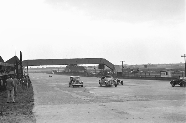 Racecar「Two Ford V8s and a MG PB at the MCC Members Day, Brooklands, 1938 or 1939」:写真・画像(7)[壁紙.com]