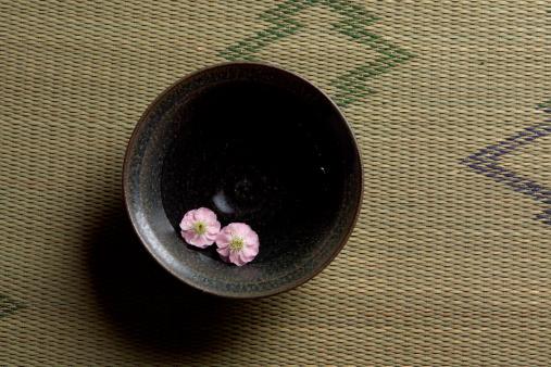Wabi Sabi「Flower floating on a cup」:スマホ壁紙(17)