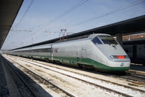 Monorail「High speed train in Italy」:スマホ壁紙(1)