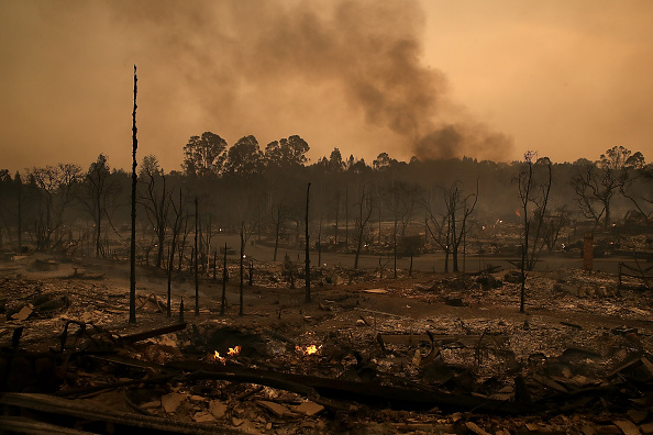 Residential District「Multiple Wildfires Destroy Homes, Threaten California Wine Country」:写真・画像(12)[壁紙.com]