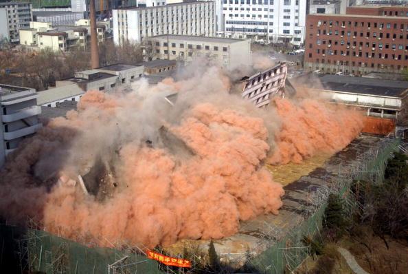 Demolishing「Construction Departments Exploded Seven-Story Building In Shenyang」:写真・画像(16)[壁紙.com]