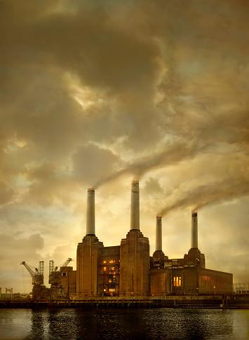 Wandsworth「Smoke billowing from factory smokestacks」:スマホ壁紙(14)