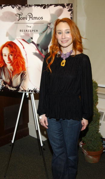 Singer-Songwriter「Tori Amos Signs Copies Of Her New Book」:写真・画像(9)[壁紙.com]