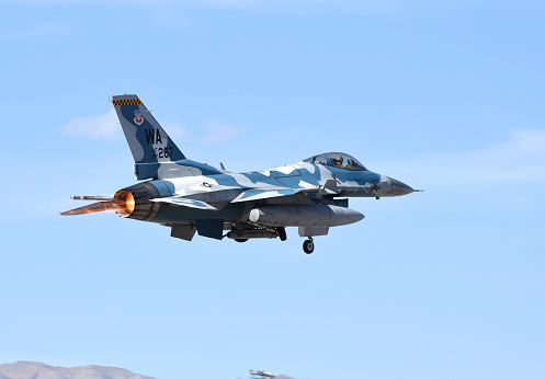 ミリタリー「An F-16C Fighting Falcon from 64th Aggressor Squadron of U.S. Air Force.」:スマホ壁紙(6)