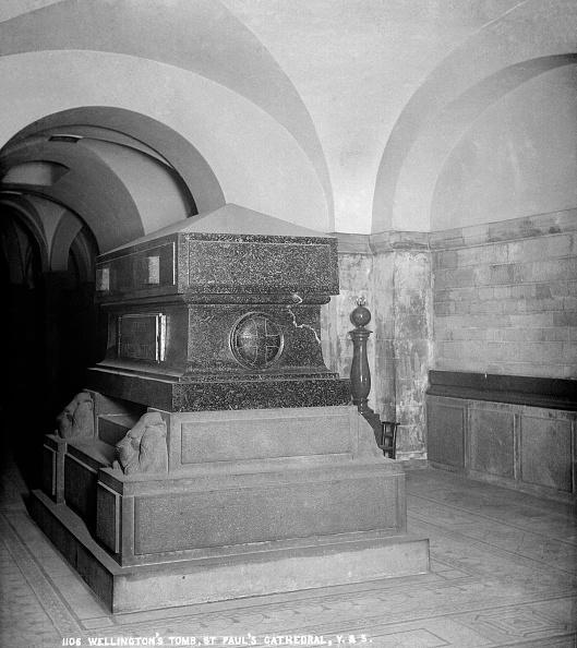 Crypt「Duke Of Wellingtons Tomb,」:写真・画像(13)[壁紙.com]