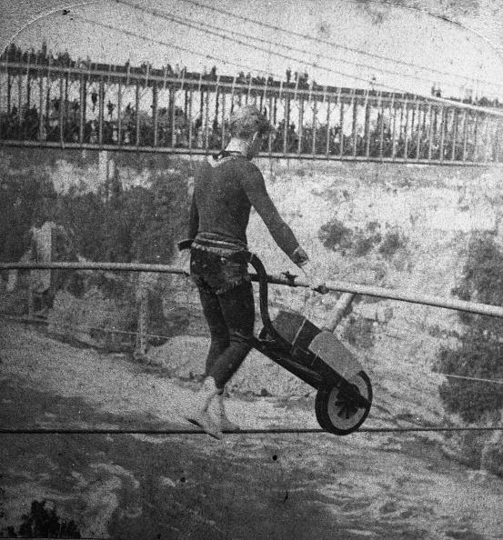 Tightrope Walking「The Great Blondin Pushes Wheelbarrow Over Niagara」:写真・画像(6)[壁紙.com]