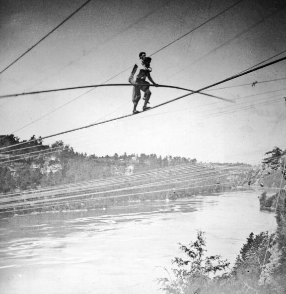Tightrope Walking「The Great Blondin Carries Manager Over Niagara」:写真・画像(1)[壁紙.com]