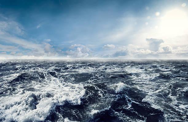 Dark stormy Sea Waters:スマホ壁紙(壁紙.com)