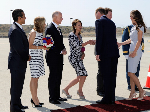 LAX Airport「The Duke And Duchess Of Cambridge Arrive At LAX International Airport」:写真・画像(19)[壁紙.com]