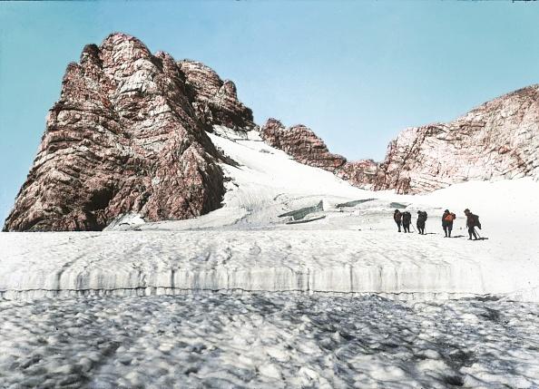 Dachstein Mountains「Dachstein: Hallstaettergletscher (Hallstatt glacier). Salzkammergut. Hand-colored lantern slide. Around 1900.」:写真・画像(17)[壁紙.com]