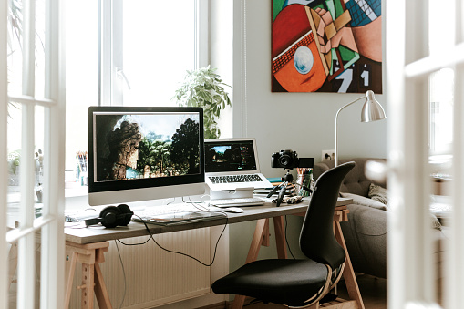 Home Office「Digital Artist's podcast studio set up」:スマホ壁紙(16)