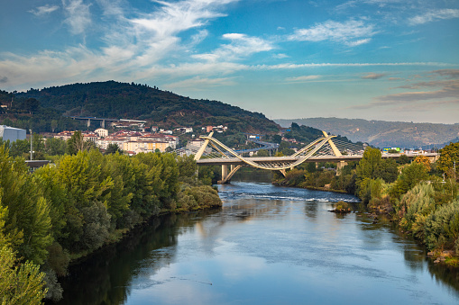 Camino De Santiago「Millennium Bridge over the Miño River with cityscape in background, Ourense, Galicia, Spain」:スマホ壁紙(6)