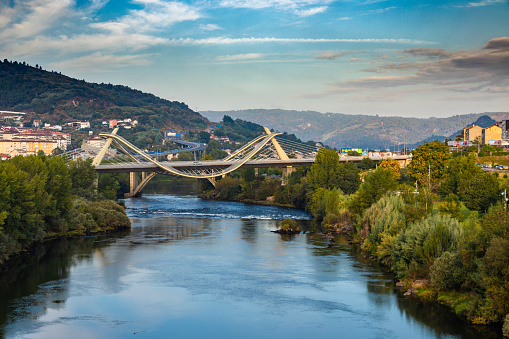 Camino De Santiago「Millennium Bridge over the Miño River with cityscape in background, Ourense, Galicia, Spain」:スマホ壁紙(3)