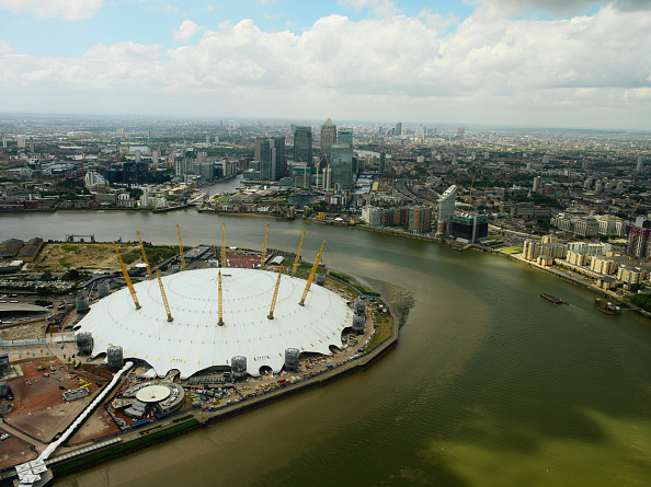Above「Millennium Dome on the Greenwich Peninsula and Canary Wharf, London Docklands, UK」:写真・画像(10)[壁紙.com]