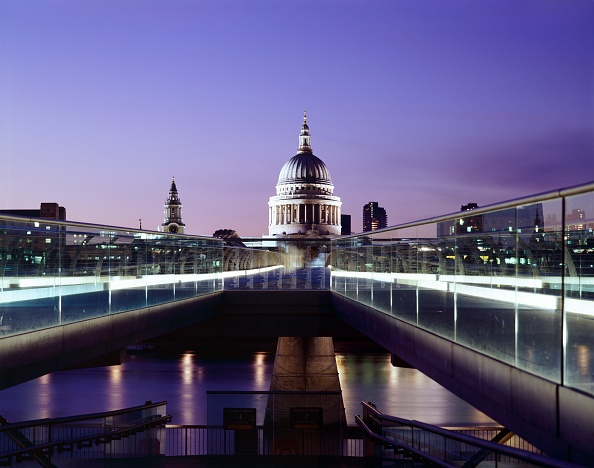 Copy Space「Millennium Bridge and St Paul's at dusk, c1998-2010」:写真・画像(9)[壁紙.com]