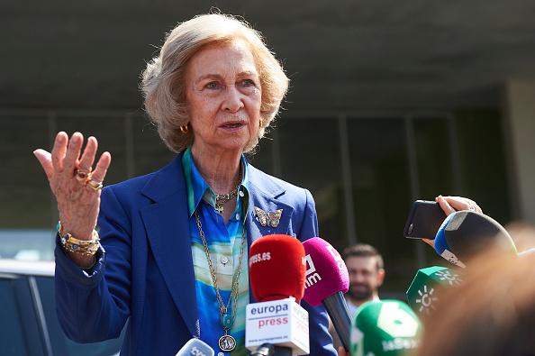 Queen Sofia of Spain「Personalities Visit King Juan Carlos At Hospital」:写真・画像(9)[壁紙.com]