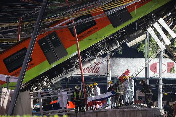 Mexico City「Metro Bridge Collapses in Mexico City」:写真・画像(14)[壁紙.com]