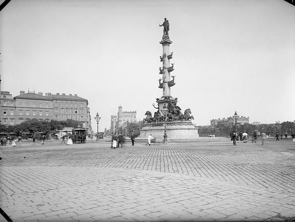 1900「Tegetthoff Monument at Praterstern」:写真・画像(10)[壁紙.com]