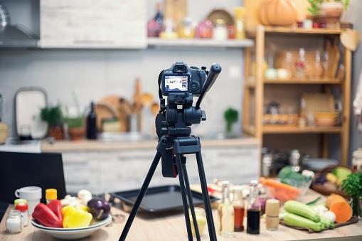 Apron「Vlogging in kitchen」:スマホ壁紙(18)