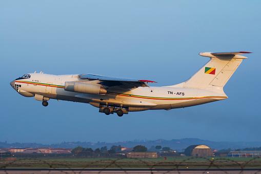 コンゴ民主共和国「Republic of Congo Il-76TD taking off from Villafranca, Italy.」:スマホ壁紙(9)