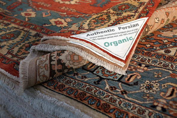 Finance and Economy「Oriental Rug Specialist Displays Hand Knotted Carpets」:写真・画像(19)[壁紙.com]