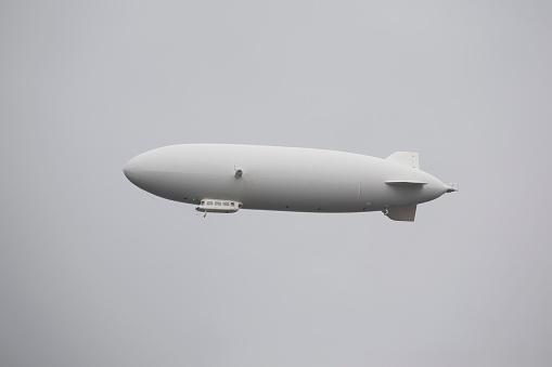 Airship「White zeppelin in the sky, lindau, germany」:スマホ壁紙(12)