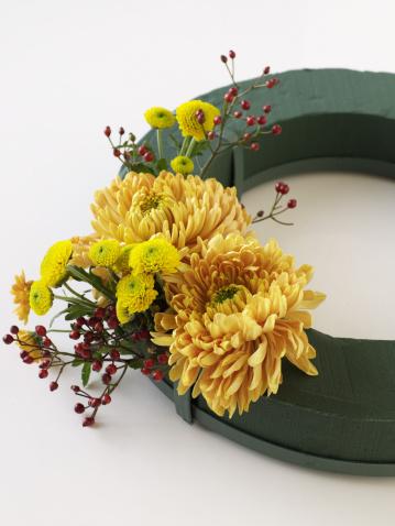 Flower Arrangement「Making Chrysanthemum wreath」:スマホ壁紙(11)