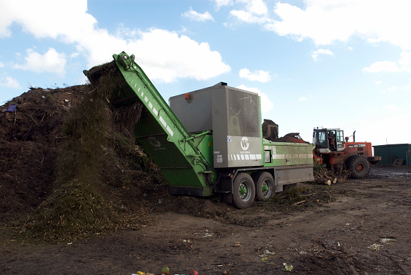Recycling「Composter producing compost at site for recycling food and garden waste, Suffolk, UK」:写真・画像(14)[壁紙.com]