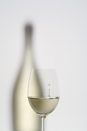 White Wine「Glass of white wine with wine bottle, close up」:スマホ壁紙(14)