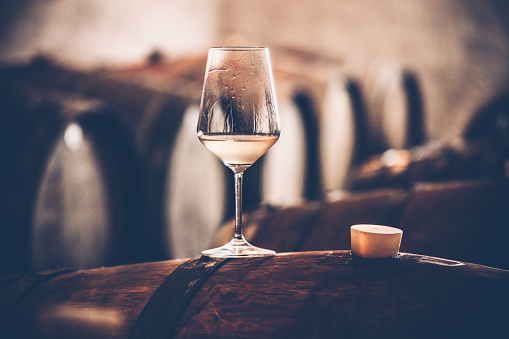 Winemaking「Glass of White Wine on a Barrel in Wine Cellar」:スマホ壁紙(2)