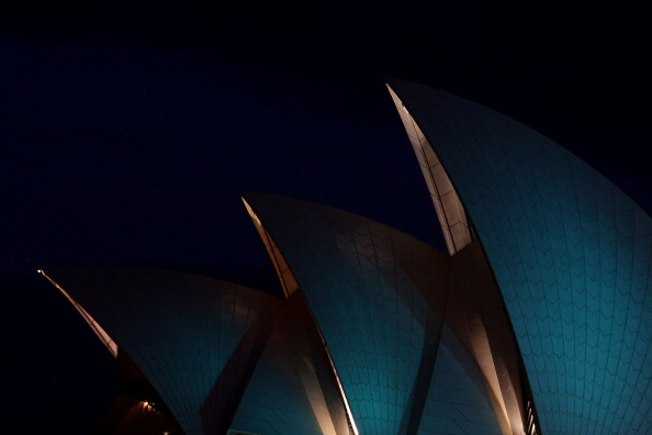 Lisa Maree Williams「Opera House Sails Illuminate Teal For Ovarian Cancer」:写真・画像(17)[壁紙.com]