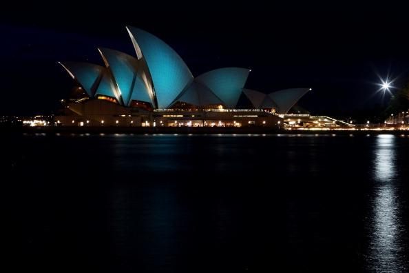 Lisa Maree Williams「Opera House Sails Illuminate Teal For Ovarian Cancer」:写真・画像(16)[壁紙.com]