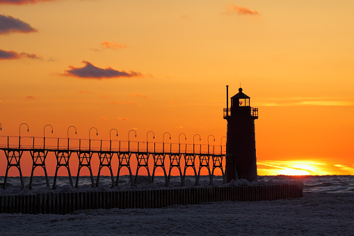 Beacon「Lighthouse at sunset in winter」:スマホ壁紙(4)