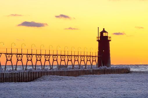 Beacon「Lighthouse at sunset in winter」:スマホ壁紙(16)