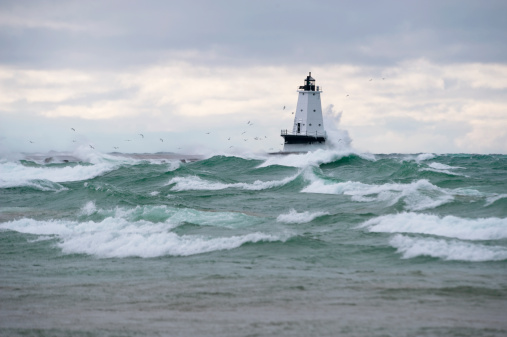 Great Lakes「Lighthouse during stormy weather」:スマホ壁紙(8)