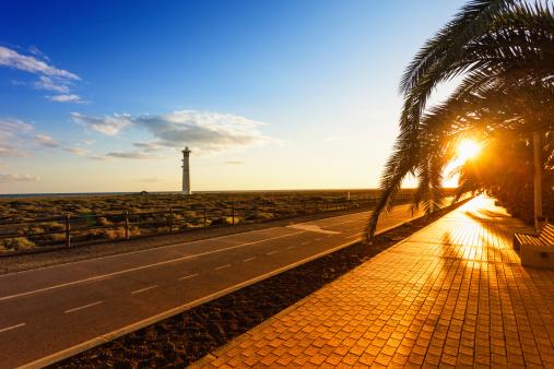Footbridge「Lighthouse at Sunset along the beach of Fuerteventura, Canary Islands」:スマホ壁紙(17)