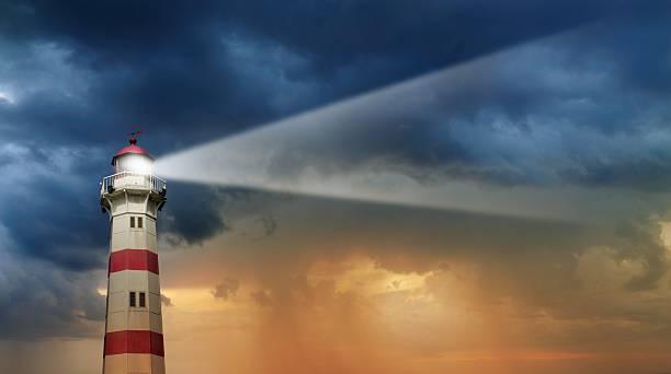 Lighthouse at dawn, bad weather in background:スマホ壁紙(壁紙.com)