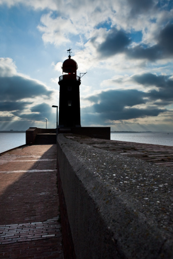 危険「lighthouse over blue sky in Bremerhaven」:スマホ壁紙(18)