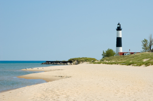 Great Lakes「Lighthouse and Beach Sand Along Shoreline, Michigan Great Lakes Scenery」:スマホ壁紙(13)