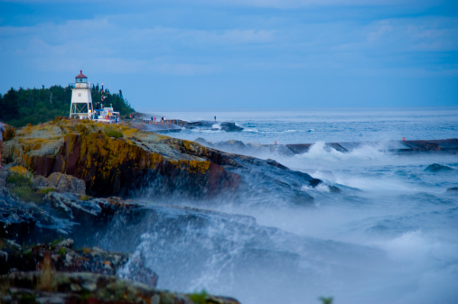 Great Lakes「Lighthouse and waves on rocks, Grand Marais」:スマホ壁紙(4)