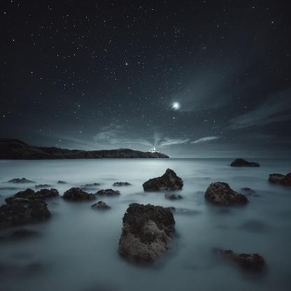 星空「lighthouse along coastline, Donegal, Ireland」:スマホ壁紙(12)