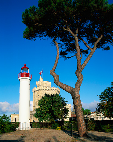 Nouvelle-Aquitaine「Lighthouse Near St. Nicolas Tower in La Rochelle」:スマホ壁紙(4)