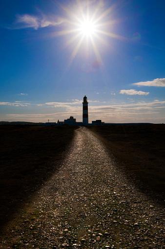 Isle of Man「Lighthouse on a beble beach set agaist a blue sky.」:スマホ壁紙(18)