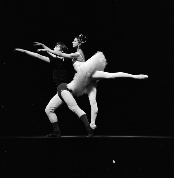 Victor Blackman「Margot Fonteyn And Rudolf Nureyev」:写真・画像(3)[壁紙.com]