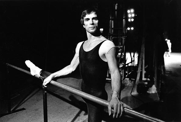 London Coliseum「Rudolf Nureyev Rehearsing」:写真・画像(1)[壁紙.com]