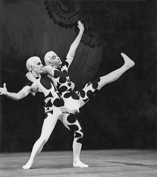 Classical Musician「Card Game Ballet」:写真・画像(6)[壁紙.com]